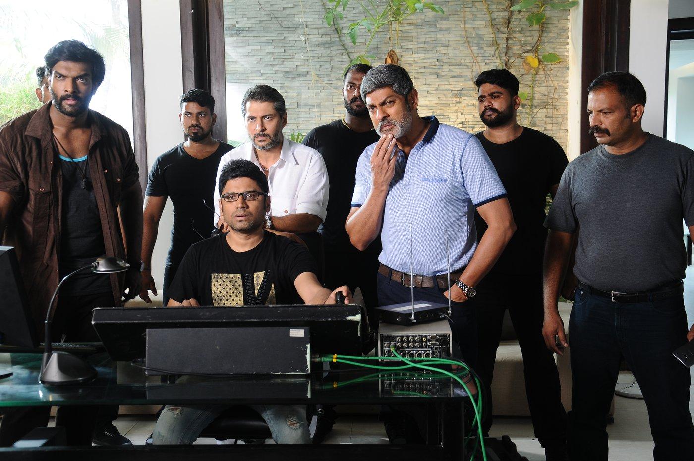 vishal okkadochadu movie stills-HQ-Photo-8