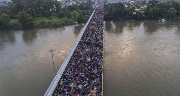 La caravana de Hondureños financiada por Maduro sigue su camino hacia los Estados Unidos