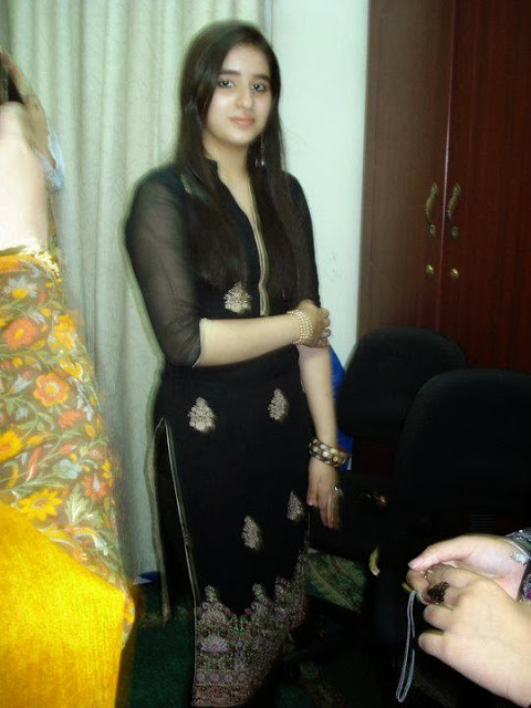 Pakistani Big Booty Hot Desi Girls Pictures Looking Cute -7676