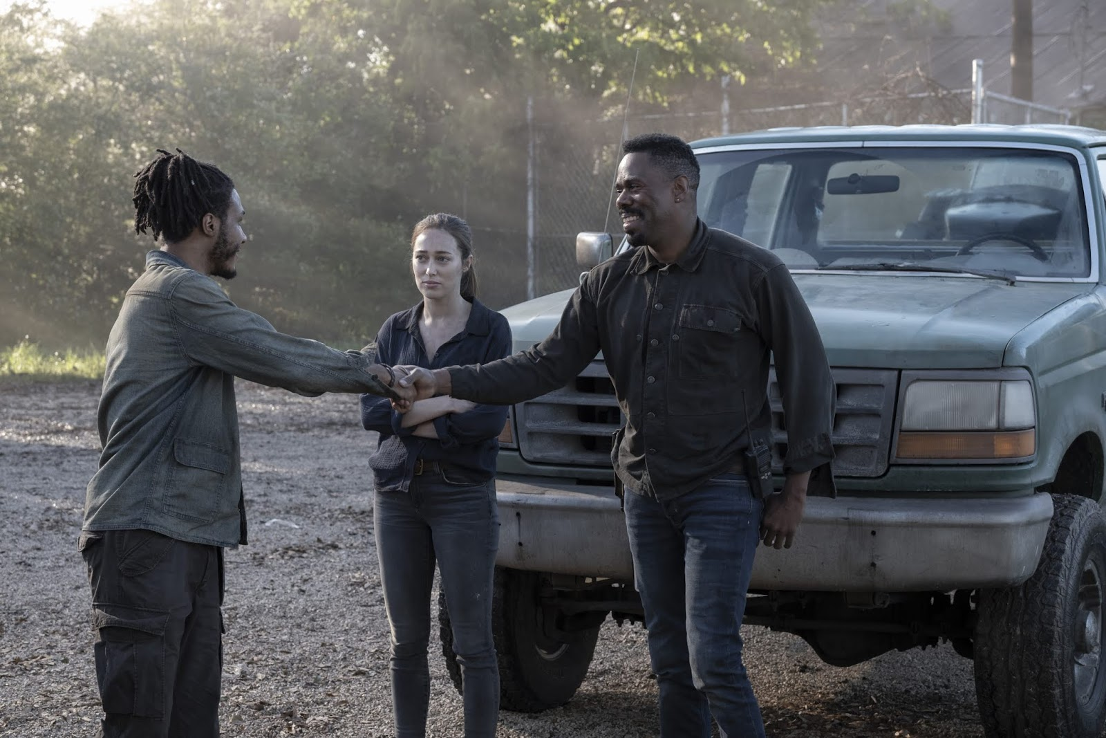 Alicia, Victor y Wes, en el episodio 5x11 You`re Still Here de Fear The Walking Dead