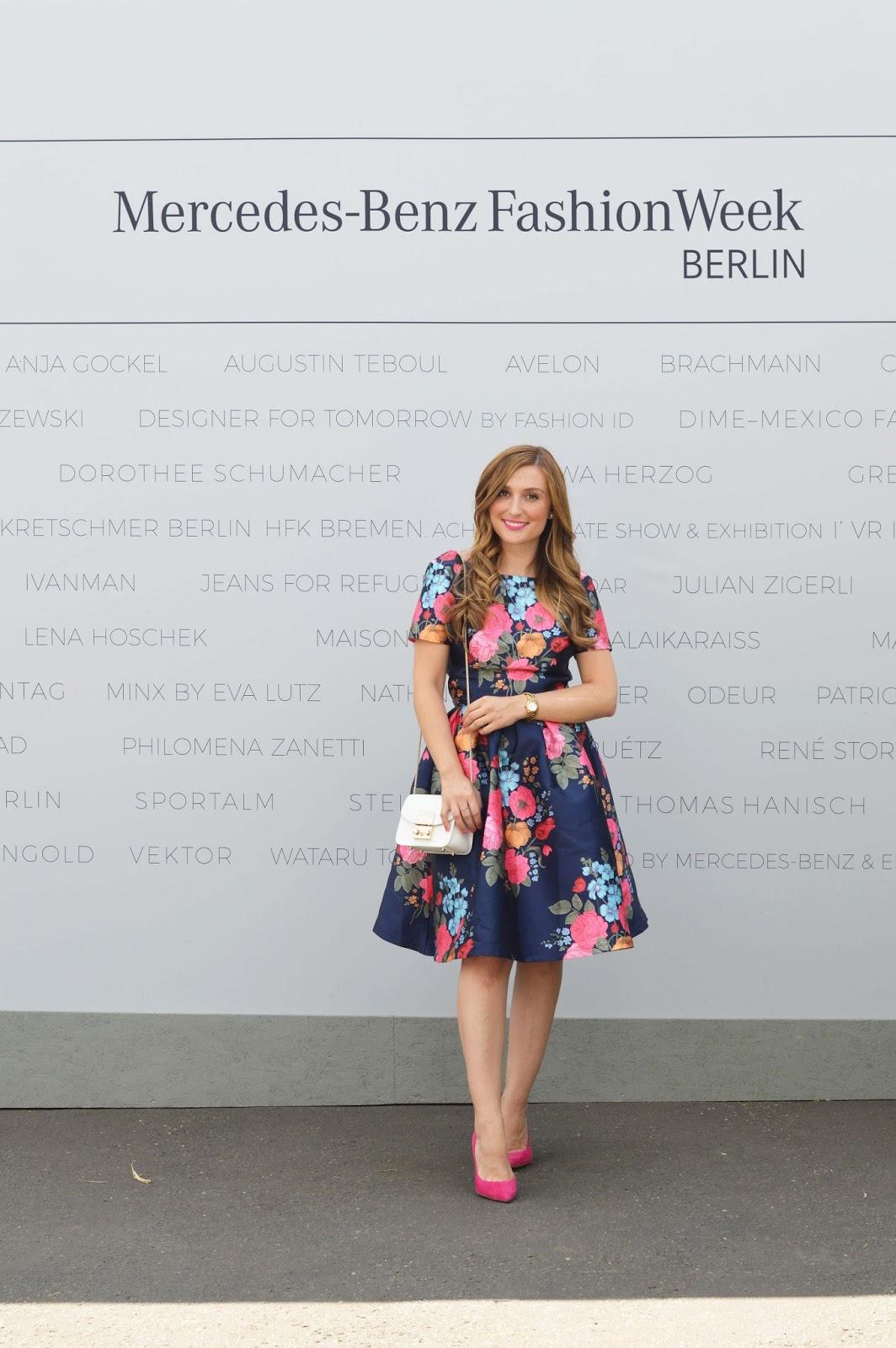 Chi Chi London Kleid - Kleider Von Chi Chi London - Fashionstylebyjohanna im Kleid von Chi chi London - Fashionblogger im Blumenkleid - Blumenkleider Blogger- fashionstylebyjohanna Blogger aus Frankfurt