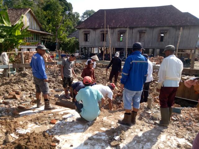 Warga Desa Keman Gotong Royong Bangun Masjid