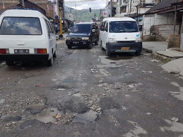 Jalan Propinsi  di Taput Alami Kerusakan Cukup Parah, Butuh Perbaikan Untuk Meningkatkan Perkonomian Masyarakat