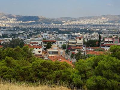 Η Αθήνα από ψηλά, στον λόφο