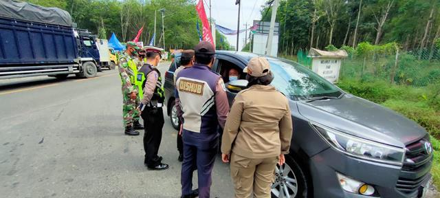 Kompak Dengan Dinas Terkait Personel Jajaran Kodim 0207/Simalungun Laksanakan Ops PPKM Level lll Diwilayah Simalungun