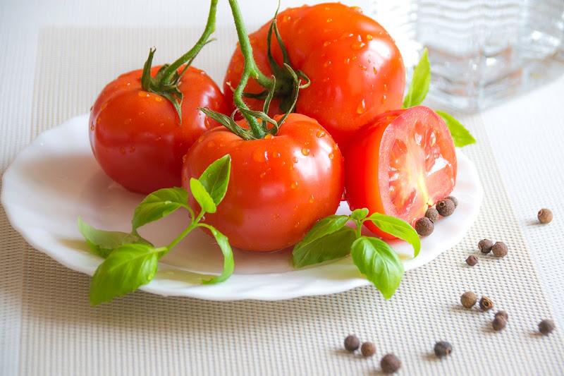 tomat untuk Merawat Kulit Wajah