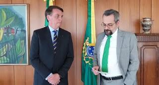 Mais um ministro cai no governo Bolsonaro Abraham Weintraub anuncia saída do Ministério da Educação
