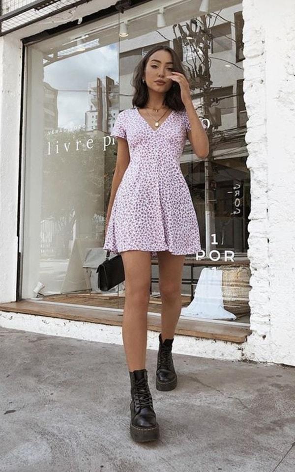 look vestido curto e coturno feminino