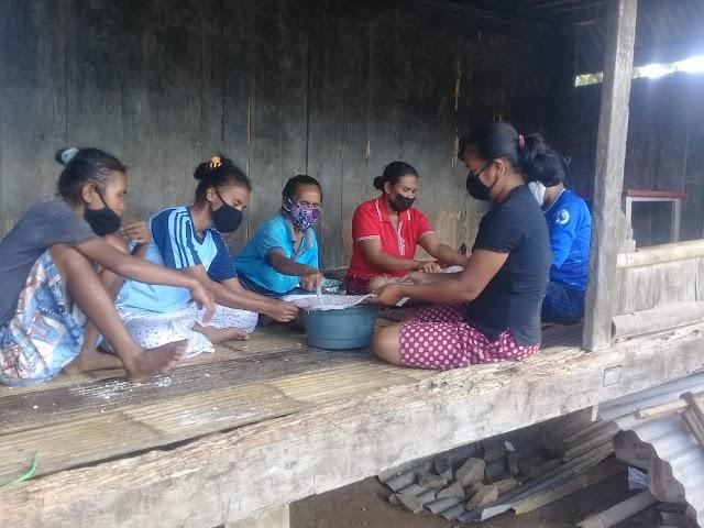 Pengolahan Obat Tradisional Minyak Kemiri di Desa Randoria