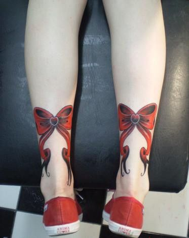 What is the meaning of the bow tie tattoo pattern