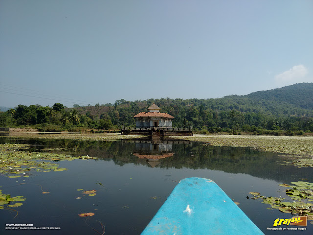 Moving towards the lake temple, in the boat
