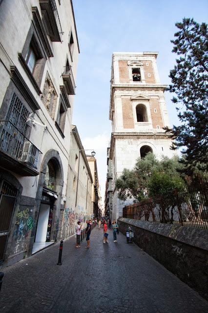 Spaccanapoli e campanile della chiesa di Santa Chiara-Napoli