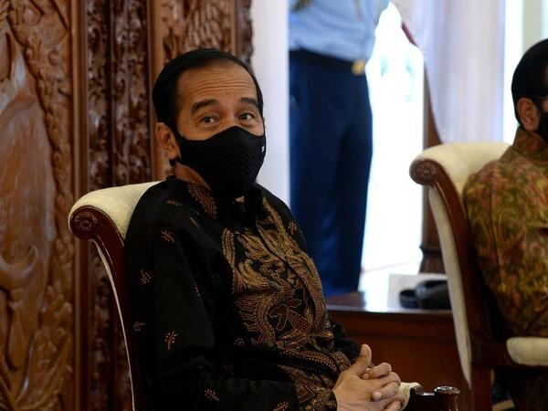 Sambil Terisak, Perawat Ini Curhat Gaji Dipotong-Transport Mahal ke Jokowi