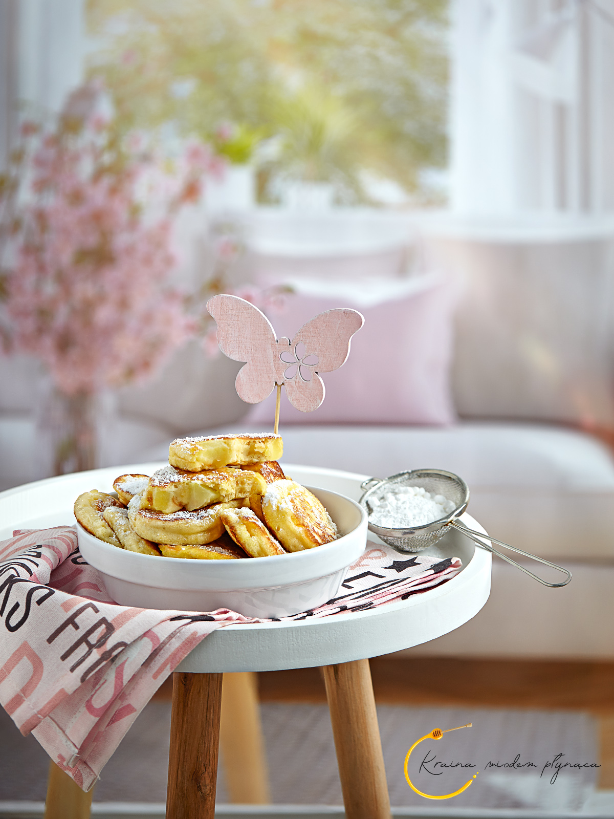 racuchy drożdżowe z jabłkami, racuszki drożdżowe, racuchy na drożdżach, placki drożdżowe, placki z jabłkami, kraina miodem płynąca, fotografia kulinarna szczecin