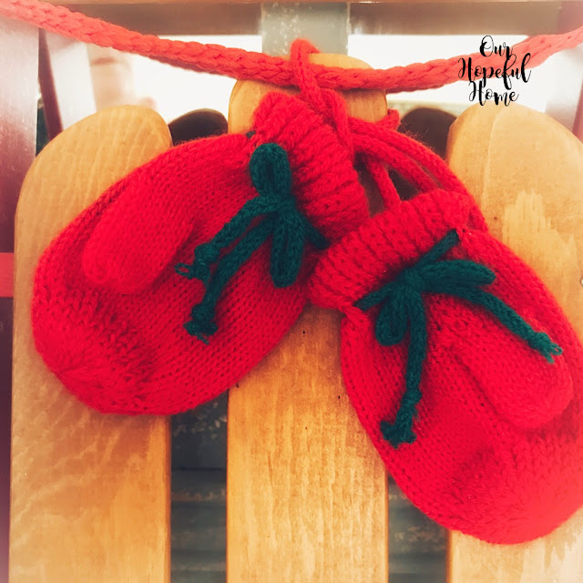 red mittens green bows