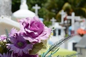 Με ποιο τρόπο ο νόμος προστατεύει τη μνήμη των νεκρών? - Ειδικός δικηγορος Καβαλας