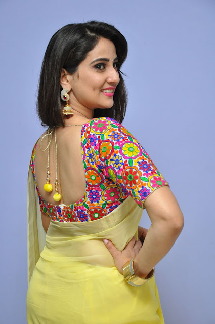 Anchor Manjusha Photos