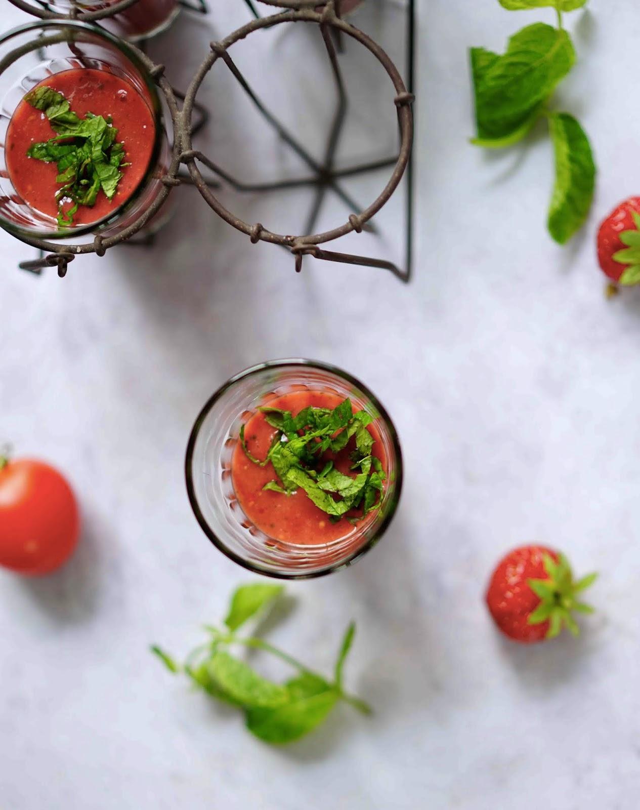soupe froide d'été , gaspacho de fruits ,menthe , cuisine d'été