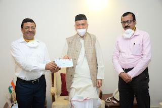 Governor donated one Lakh rupees to Maharashtra Postal Circle