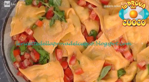 Triangoli rossi con melanzane e bufala ricetta Spisni da Prova del Cuoco
