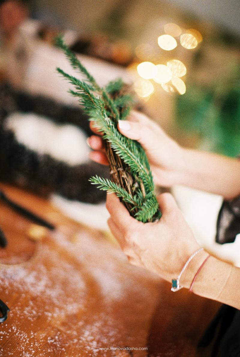 свадебная фотосъемка,свадьба в калуге,фотограф,свадебная фотосъемка в москве,свадебная фотосъемка в туле,фотограф даша иванова,портретная фотосъемка,портретная фотосъемка в москве,портретная фотосъемка в туле,фотограф москва,фотограф тула,тематическая портретная фотосъемка,идеи для портретной фотосъемки,фотосессия на новый год,фотосъемка в студии,новогодняя фотосъемка в студии,новогодняя портретная фотосъемка в студии,новогодняя портретная фотосъемка,идеи для новогодней фотосъемки,декор новогодней фотосессии,пленочная фотография,fine art,новогодняя фотостудия,новогодний декор,рождественский венок,венок на новый год,венок из шишек,рождество,рождественское оформление,рождественский декор,мастер-класс по изготовлению рождественского венка