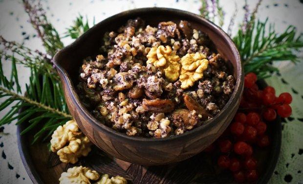 Щедра кутя Основний принцип приготування щедрої куті – це поєднання вареної крупи, маку, сухофруктів і меду. Щедра кутя – на відміну від пісної – готується з вершковим маслом, молоком, вершками чи тваринним жиром.  Інгредієнти:  • пшениця або рис – 400 г; • мак – 200 г; • волоські або лісові горіхи – 100 г; • сухофрукти – 100 г; • мед – 100 г; • коньяк – 1 ст. л. (за бажанням); • вершкове масло – 2-3 ст. л.  Рецепт щедрої куті:  1. Пшеницю потрібно замочити на 1-2 години, після цього відварити до готовності. Пропорції зерна і води 1:2,5.  2. Мак залийте окропом на 15 хвилин, потім розітріть в ступці. Горіхи і улюблені сухофрукти (родзинки, курага, чорнослив, інжир) дрібно наріжте кубиками. Всі інгредієнти змішайте.  3. Мед розчиніть у склянці теплої води або узварі та вилийте в кашу. Кутя не повинна бути рідкою, тому вам може знадобитися не вся медова вода.  4. У самому кінці в кутю за бажанням додайте коньяк та ложку вершкового масла. Перед подачею добре перемішайте усі інгредієнти.
