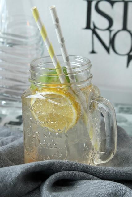 Zitrone Limette Birne Basilikum Shot Mineralwasser Sodastreamer Jule kleines Freudenhaus