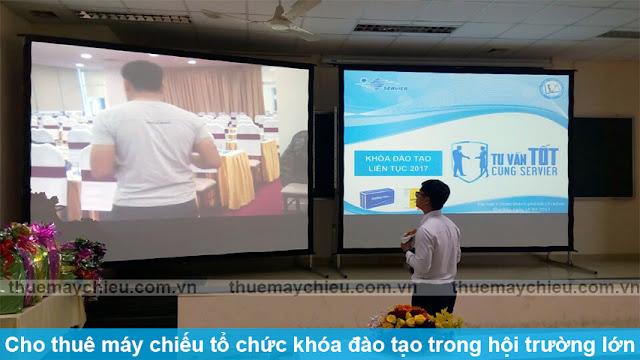 Cho thuê máy chiếu tổ chức khóa đào tạo trong hội trường lớn