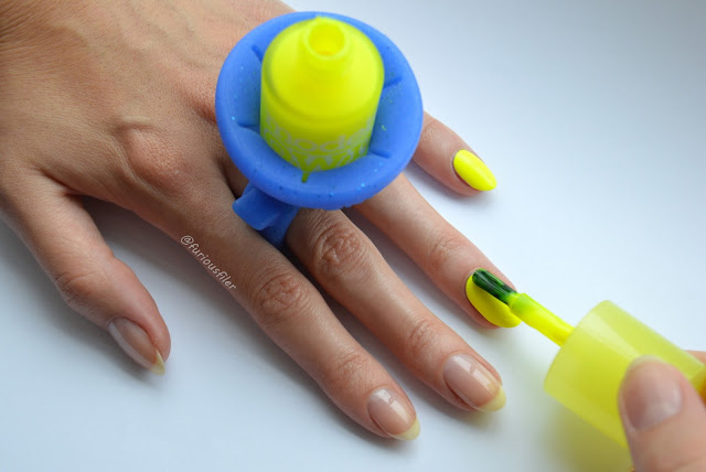tweexy wearable nail polish holder how to use