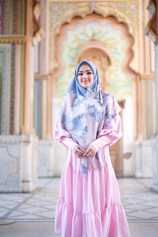 Buttonscarves X Elfira Loy, gaya Muslimah 'modest'