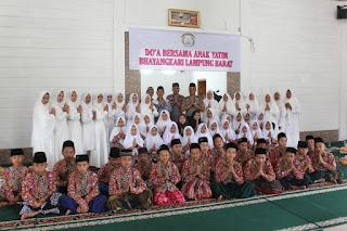 Kapolres Lampung Barat Santuni 50 anak yatim dalam acara Tasyakuran