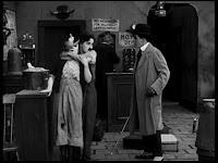 """Кадр из к/ф Чарли Чаплина """"Солнечная сторона"""" / Sunnyside (1919) - 32"""