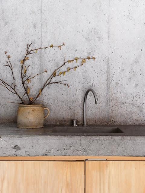 мойка в кухне из бетона