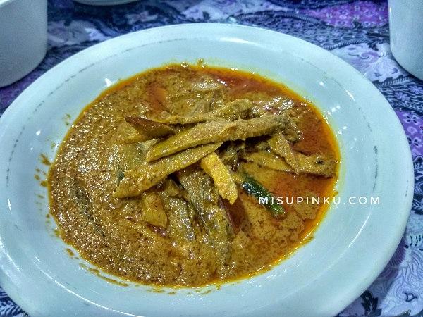ikan keumamah kuliner khas aceh di lhokseumawe