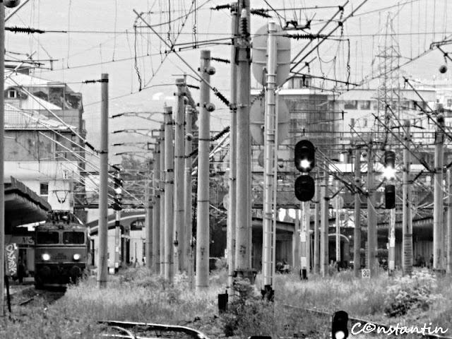 O locomotivã pleacã din gara Iaşi - blog FOTO-IDEEA