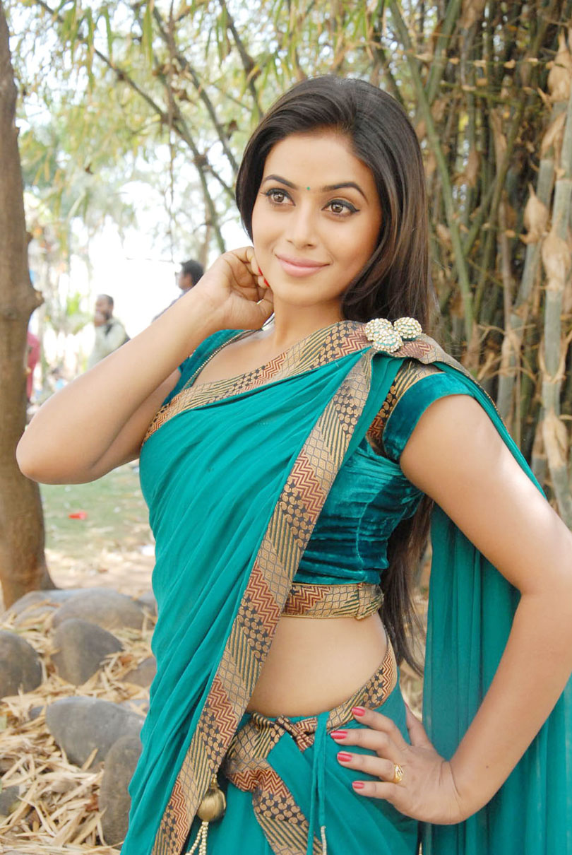 exotic Poorna latest hot pics in saree