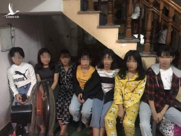 Giải cứu 12 thiếu nữ bị giam lỏng trong căn nhà 2 tầng để phục vụ quán karaoke