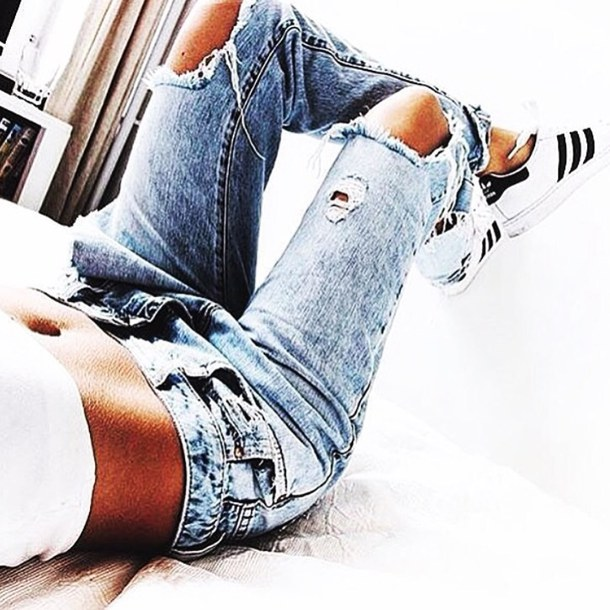 Summer Fashion Girls Ripped Jeans to Wear Now