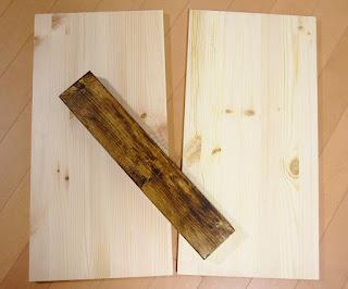 天板用の板をつなぐ2X4材