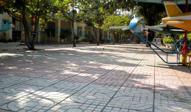 Ứng dụng gạch terazzo trong lát nền sân trường, vỉa hè