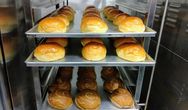 Roti fresh dari oven Cikis cake & bakery Jogja