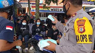 Demo Tolak Tambang di Toraja, Polres Tator Bagikan Masker ke Pendemo