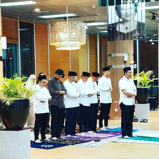 Gubernur NTB Jadi Imam Shalat Magrib Para Tokoh Muda Indonesia