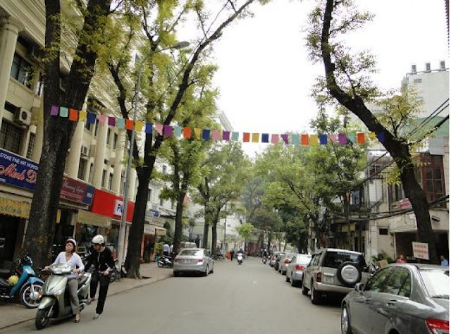Famous Shopping Streets in Hanoi Old Quarter 2