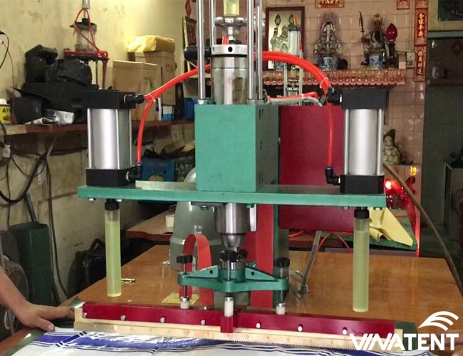 sử dụng máy ép nhiệt cao tần trong gia công bạt