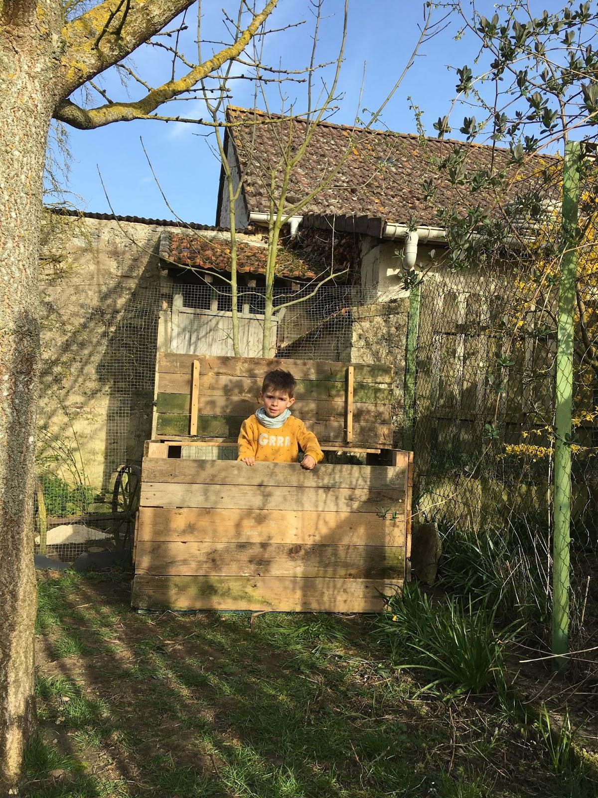 DIY : un coffre de rangement en bois, pour l\'extérieur. | caractériELLE