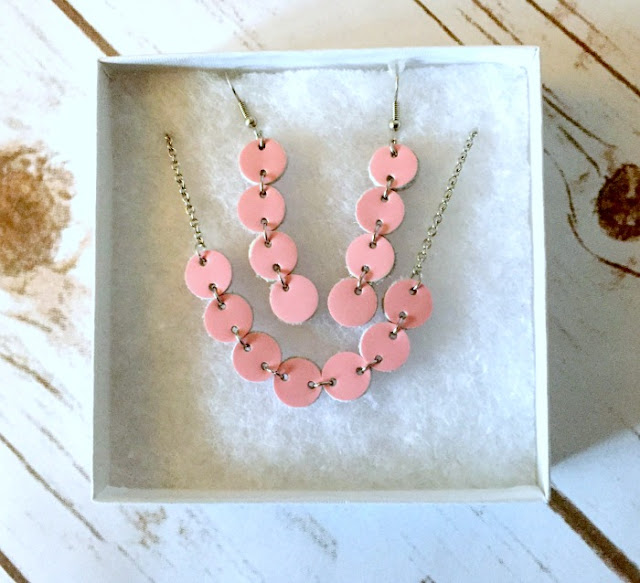 SlinkyLinks Jewellery Review and Giveaway | Morgan's Milieu: Pink Necklace and Earrings set from SlinkyLinks.