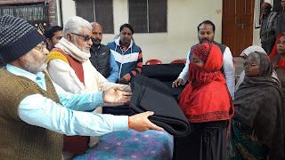 Jaunpur  गरीबों की सेवा से बढ़कर कोई पुनीत कार्य नहीं  मदनलाल