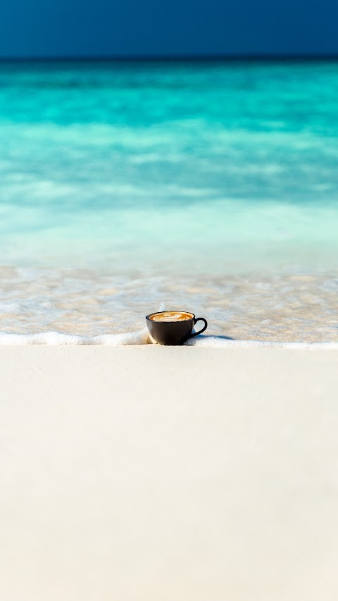 Tách Cafe Trên Bãi Biển
