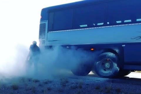 Kigyulladt egy busz kereke Nyírkarászon – Megyei katasztrófavédelmi hírek